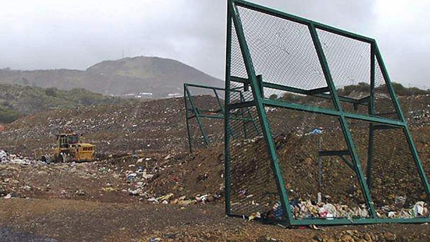 El vaso de vertido de Los Morenos solo acoge dos años más de basuras