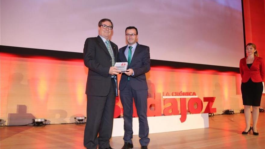 Juan José Jiménez es galardonado con el premio Autónomo en la gala de La Crónica de Badajoz