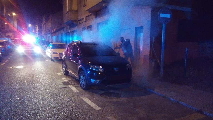 Descubierto cuando intentaba esconderse tras robar y plantar fuego en varios coches en Vigo