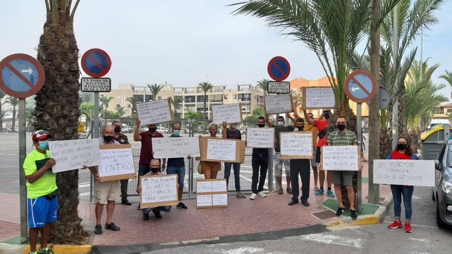 Los comerciantes del mercadillo reclaman volver al centro de Guardamar del Segura