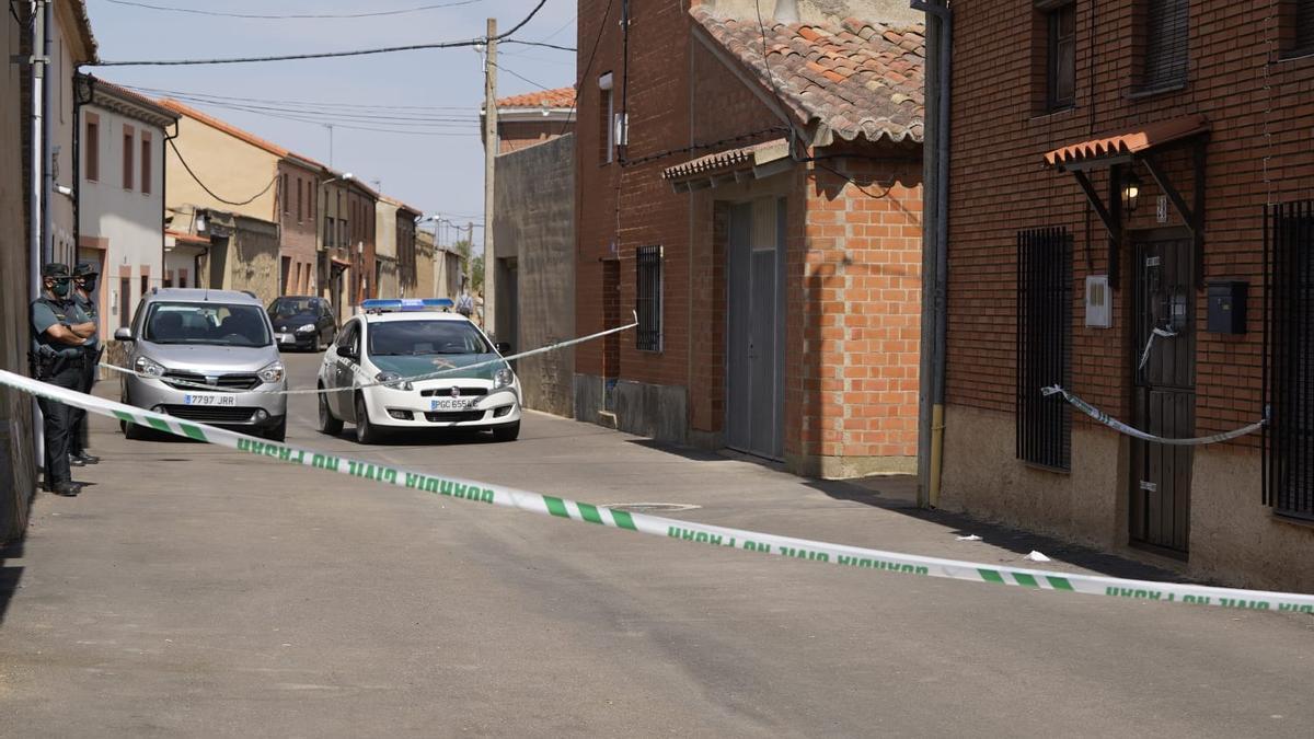 La Guardia Civil ha precintado la vivienda de Villarrín de la mujer agredida