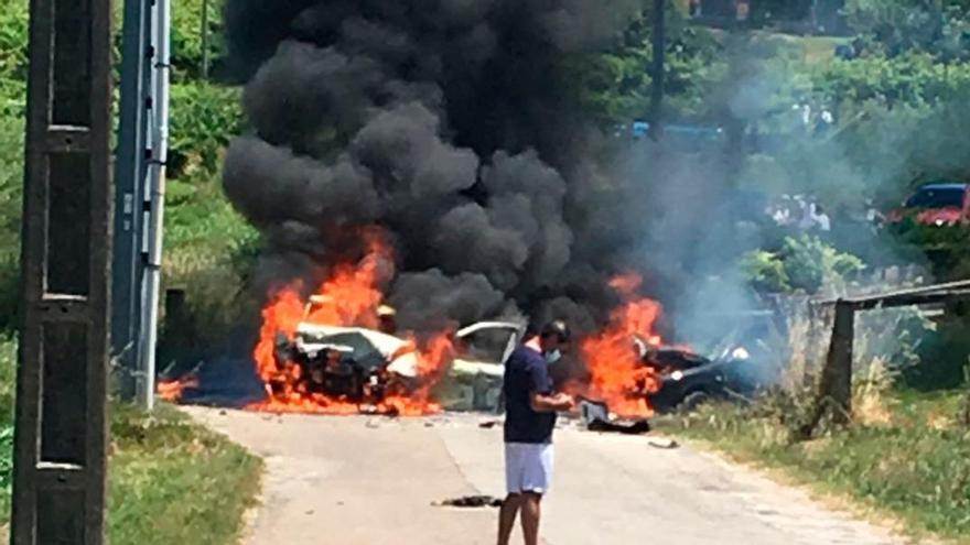Un accidente en Sanxenxo desencadena un espectacular incendio