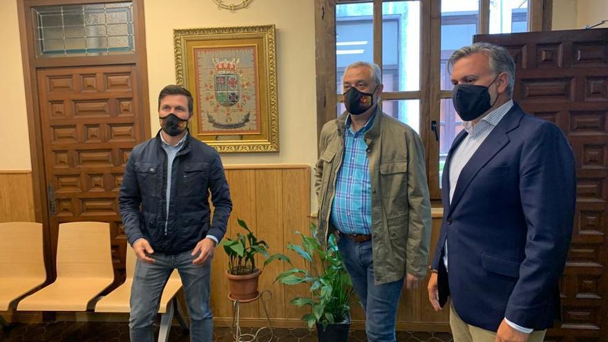 Pizarro se reúne con el presidente de la Diputación de Cáceres