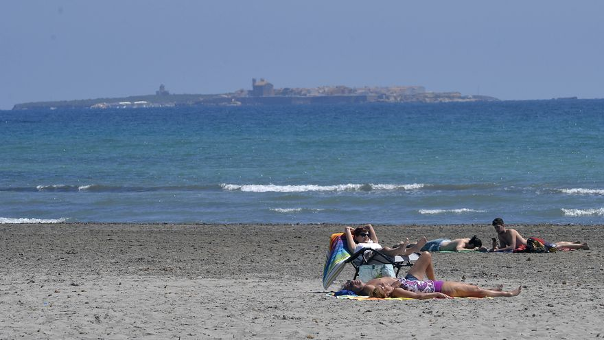 ¿Sabes qué playas de Elche y Santa Pola tienen bandera azul en 2021?