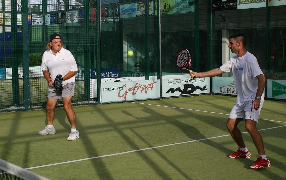 Cursach (izquierda) en un torneo de pádel en Megasport