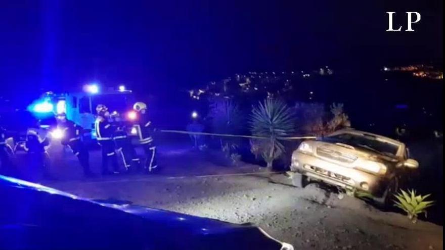 Un coche cae por un desnivel en Arucas