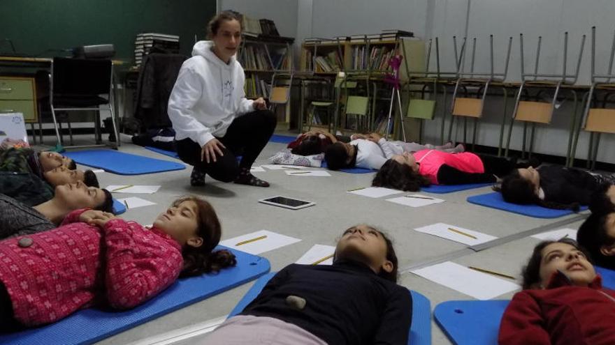 Prop de 2.400 alumnes de Manresa aprenen a reduir l'estrès i l'ansietat