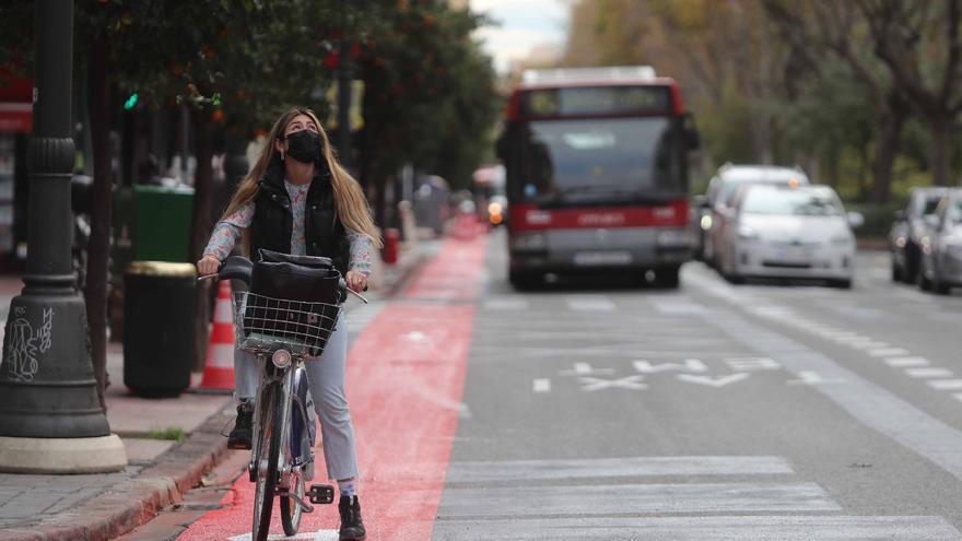 Abre un tramo del carril bici de Fernando el Católico con quejas por peligrosidad
