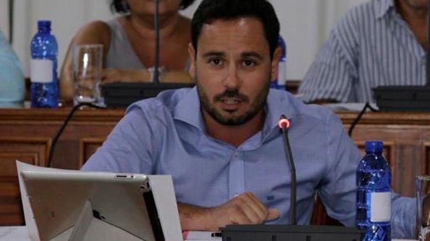 Arrecife toma conocimiento de la renuncia del concejal Joel Delgado