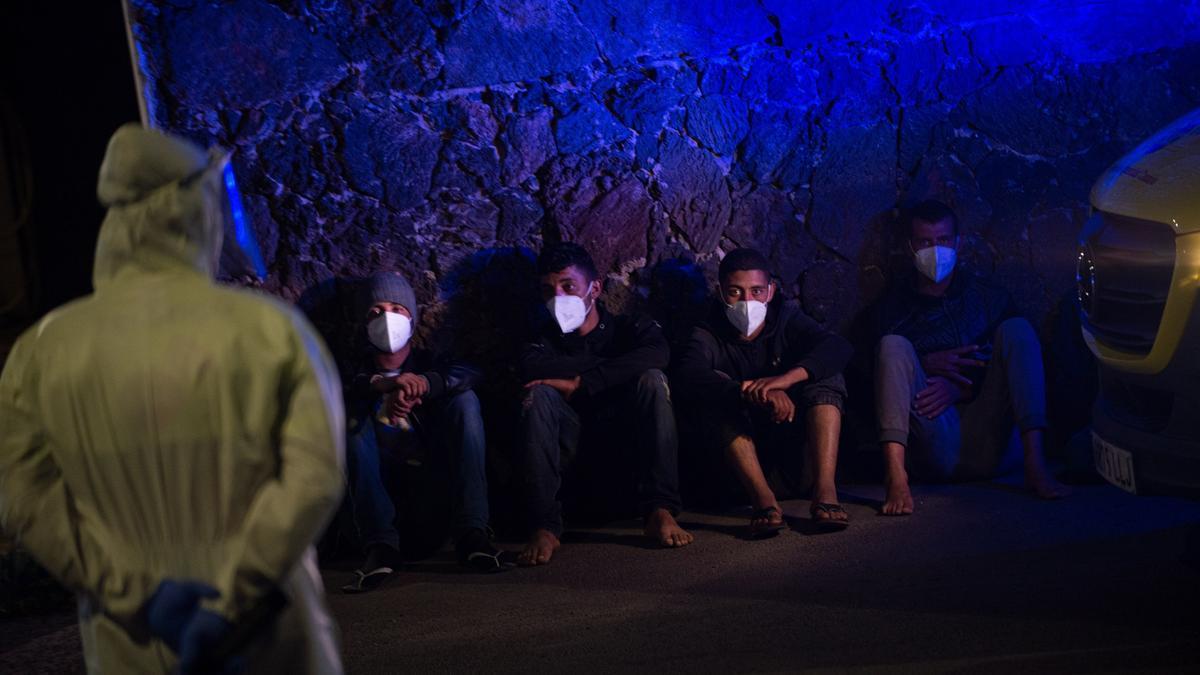 Servicios de emergencias atienden a migrante llegados en patera a Canarias