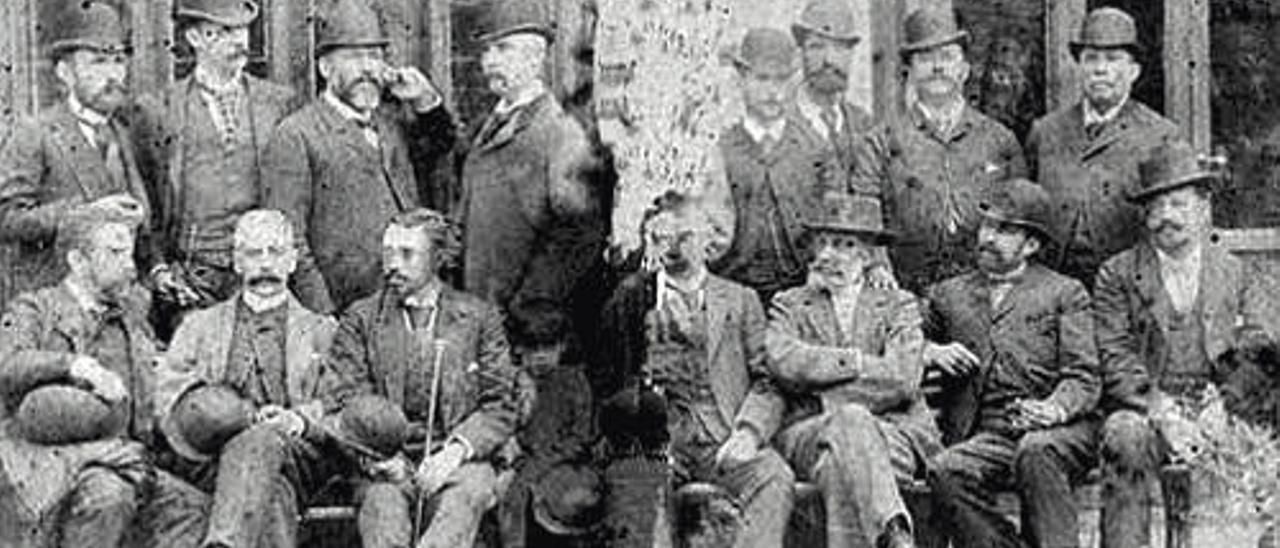 Corporación municipal de Ingenio en el año 1875.