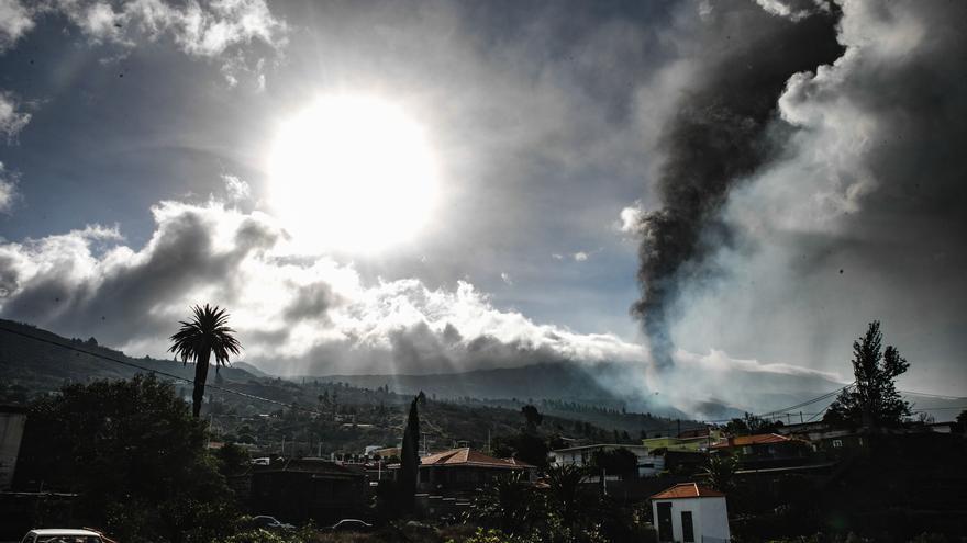 Directo | La lava avanza en su destrucción a cámara lenta entre la impotencia de los vecinos