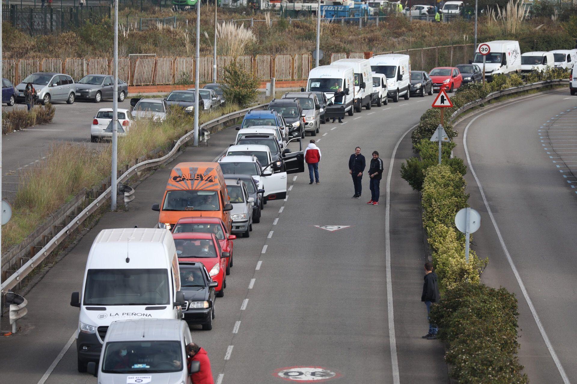 Manifestación de hosteleros y distribuidores en Gijón
