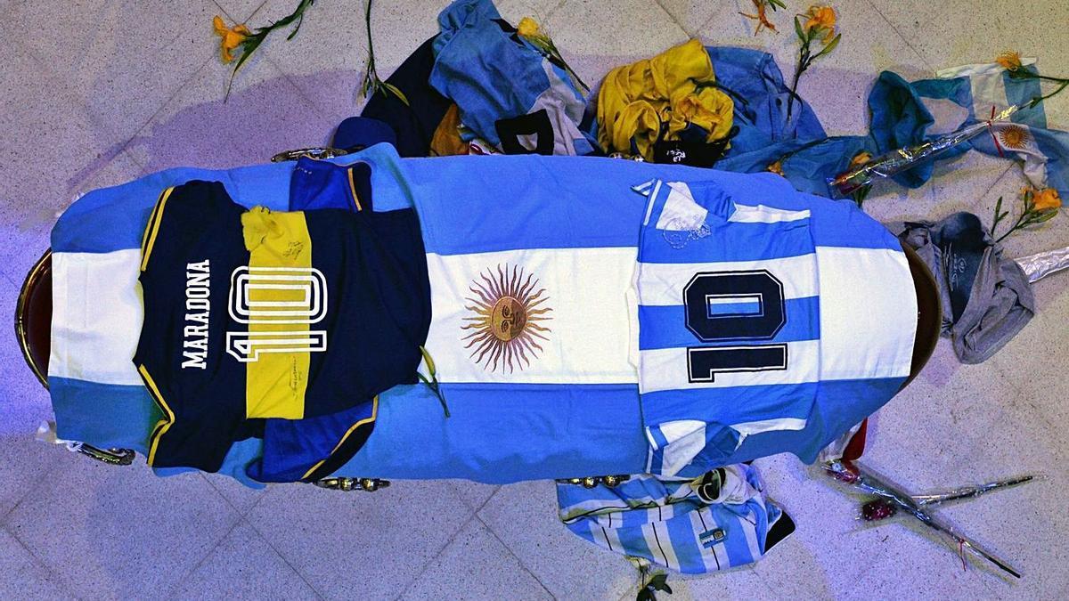 Féretro mortuorio de Diego Maradona