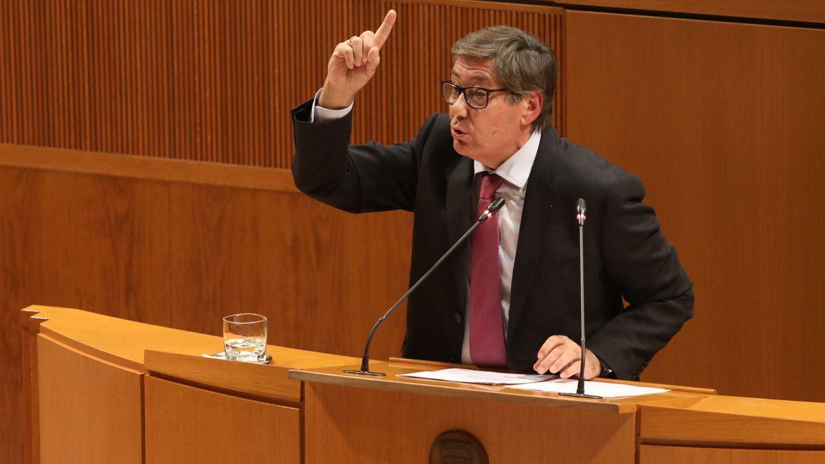presidente del PAR y vicepresidente del Gobierno, Arturo Aliaga, en uno de sus últimos plenos de las Cortes.