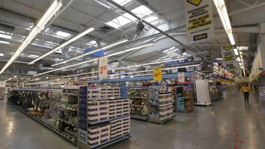 Makro pone a la venta sus centros de Vara de Quart y Alicante