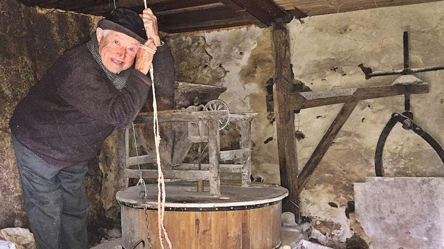 Asturias pierde a uno de sus últimos molineros, Antonio Soto, de Parres
