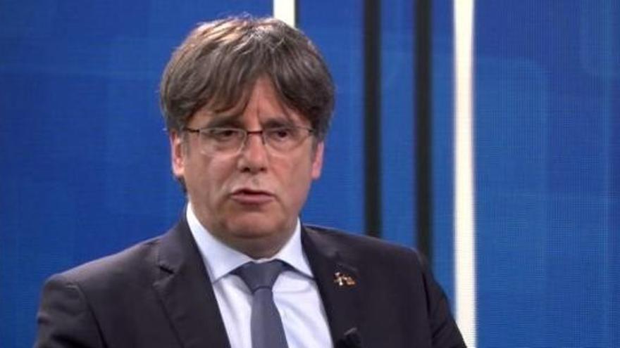 Puigdemont pide un relator para la mesa de diálogo