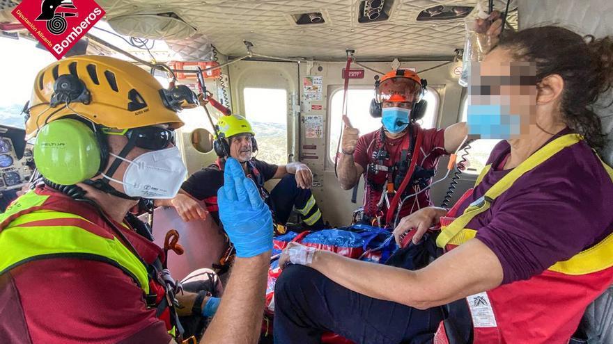Rescatan en el helicóptero a una mujer tras fracturarse una pierna haciendo senderismo en Facega
