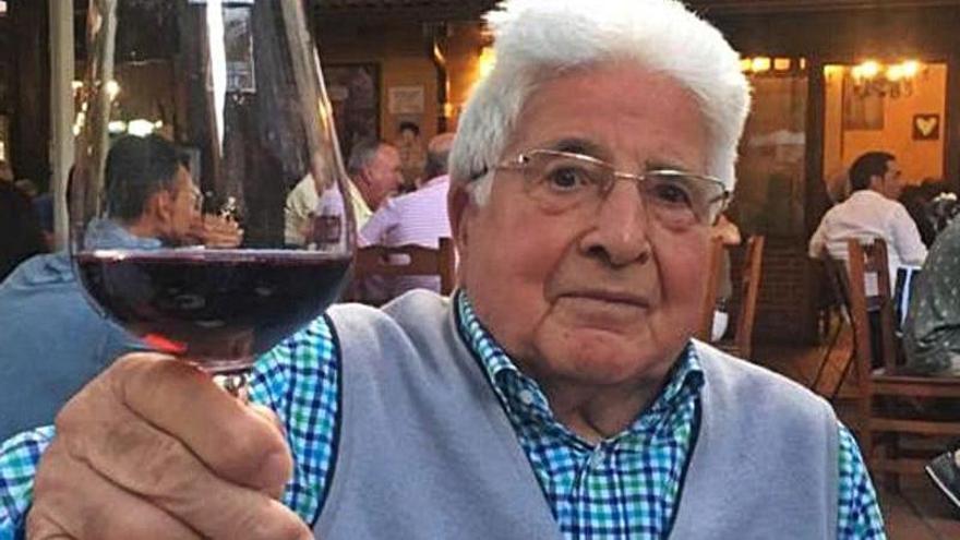 Adiós a Julio Fernández Díaz, el buen camarero del restaurante La Gruta