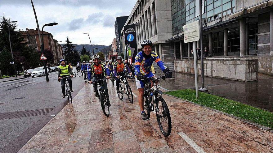 El concurso de ideas para un carril bici en Mieres recibe dieciséis propuestas