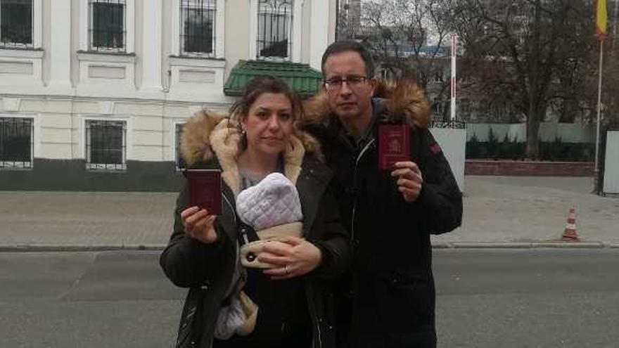 """Habla la gijonesa atrapada por una gestación subrogada: """"Vamos a ser ilegales en Ucrania"""""""