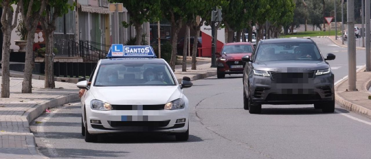 Los jóvenes dan la espalda al coche: los carnés se reducen un 14% el último año