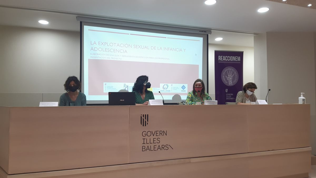 Mercedes Garrido y Fina Santiago durante la presentación