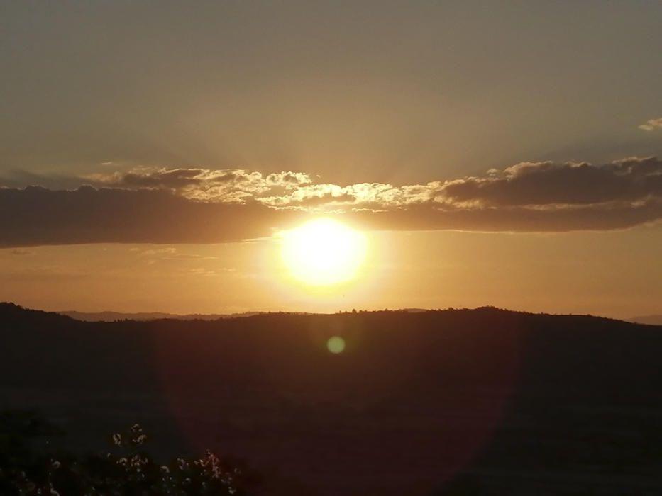 Cardona. És ben cert que el sol és el rei, impressiona quan el veus radiant, tant al matí com al vespre sempre està radiant.
