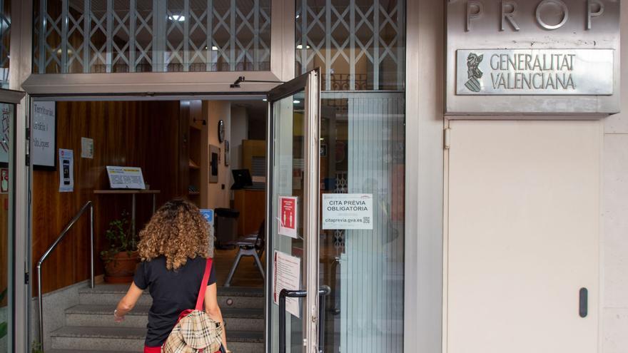 """La administración aún impone la cita previa pese a ir hacia la """"normalidad"""" en Castellón"""