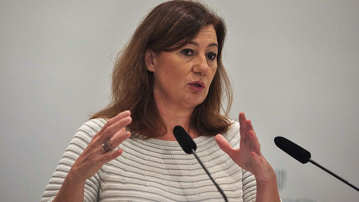 La presidenta Armengol ayer anunciando los cambios en el Govern.