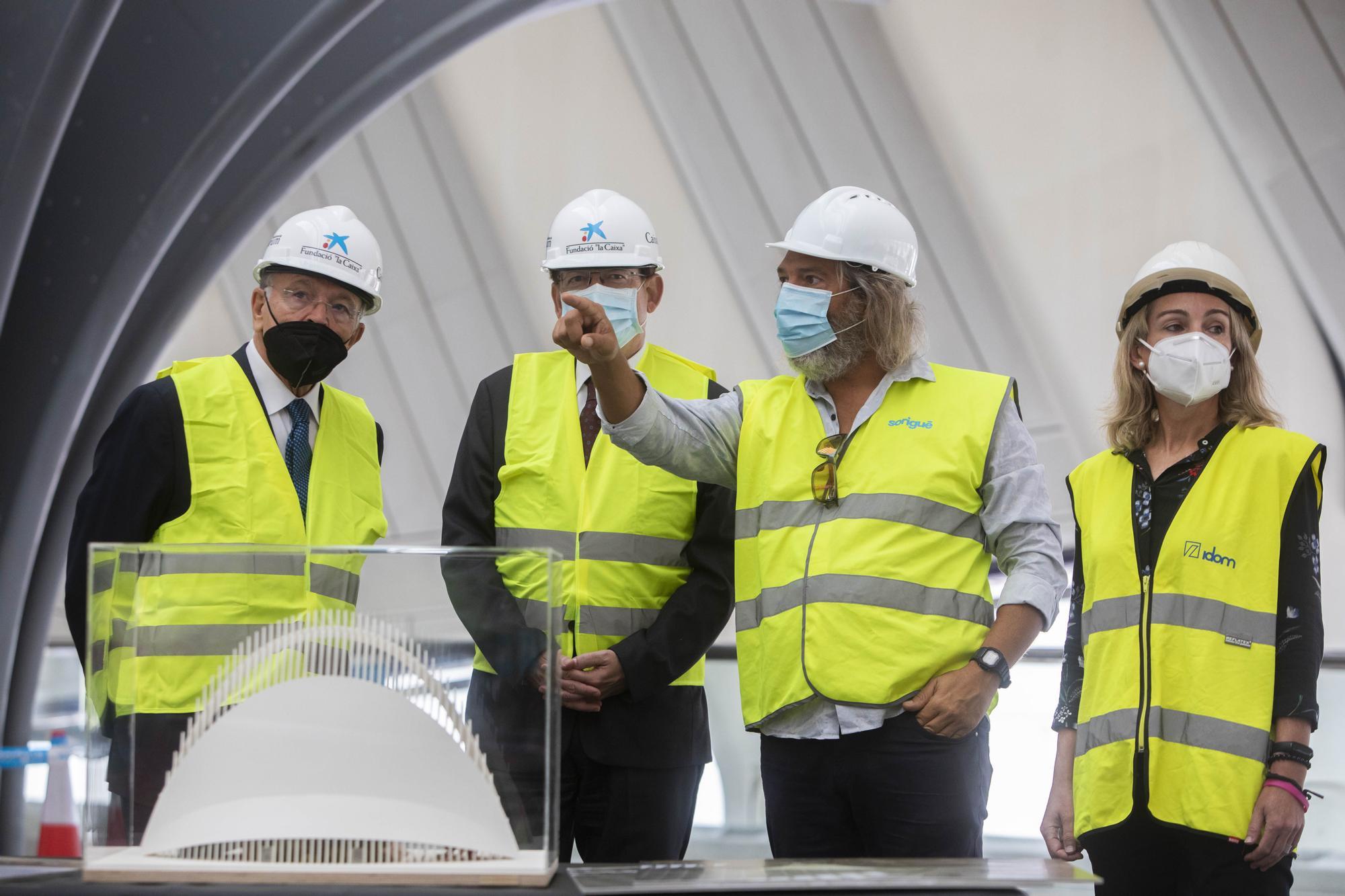 CaixaForum València: el presidente de la Fundación La Caixa visita las obras en el Ágora