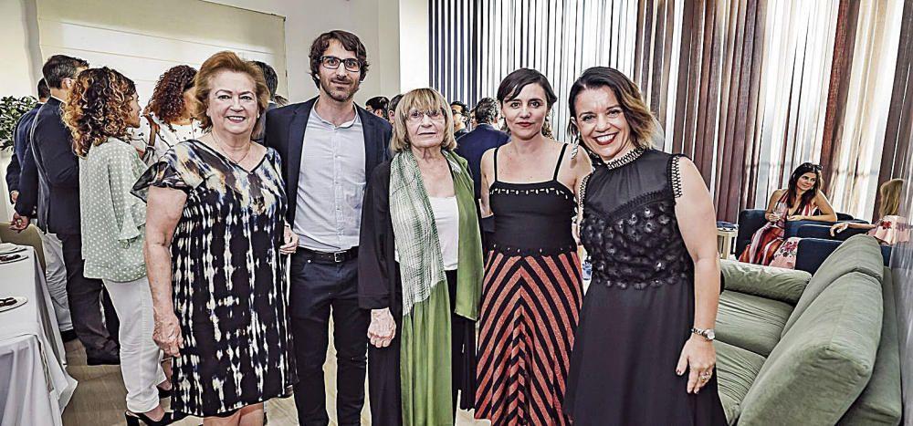 La vicepresidenta de Prensa Ibérica Arantza Sarasola, el premiado Toni Celià, la también premiada Antònia Vicens, la consejera de Prensa Ibérica Idoia Moll, y directora de Diario de Mallorca, Maria Ferrer.