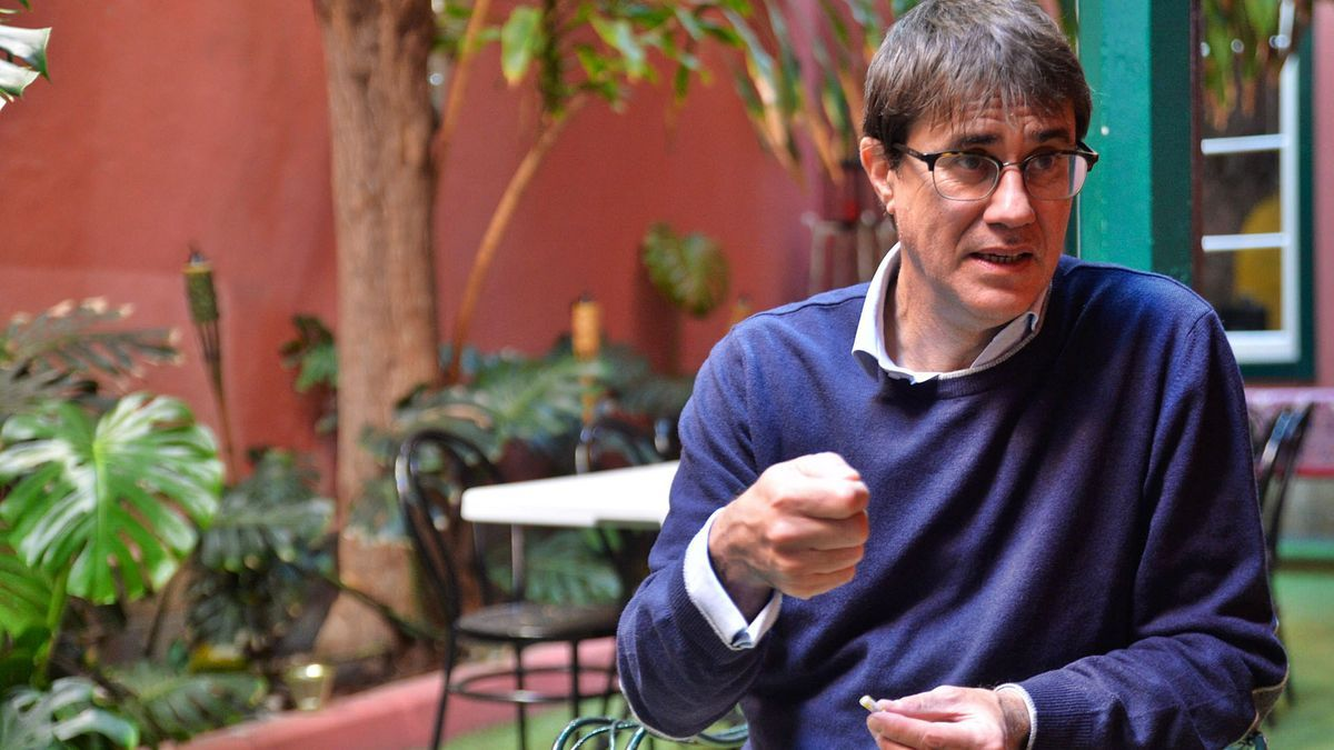 El escritor José Félix Valdivieso, en Las Palmas de Gran Canaria. |