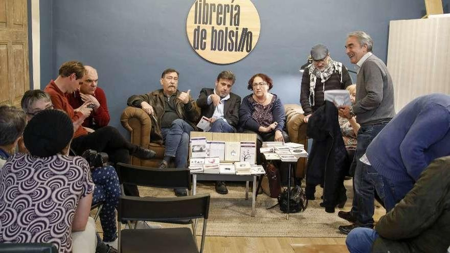 Gijón se pone lírico y tipográfico
