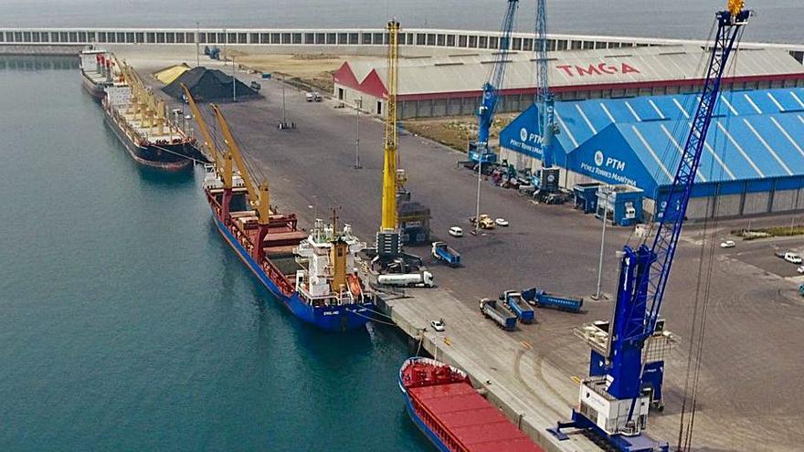 TMGA logra la licencia para construir dos naves en Langosteira, en las que invierte tres millones
