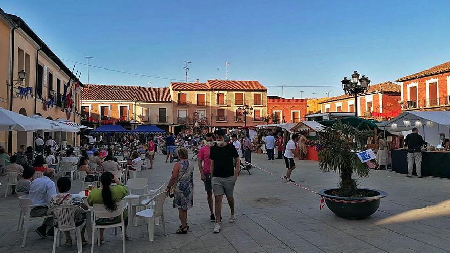 El mercado medieval llena la Plaza Mayor de Villalpando