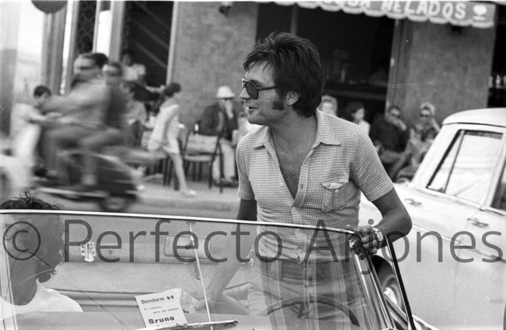 BRUNO LOMAS EN EL FESTIVAL DE BENIDORM DE 1969.