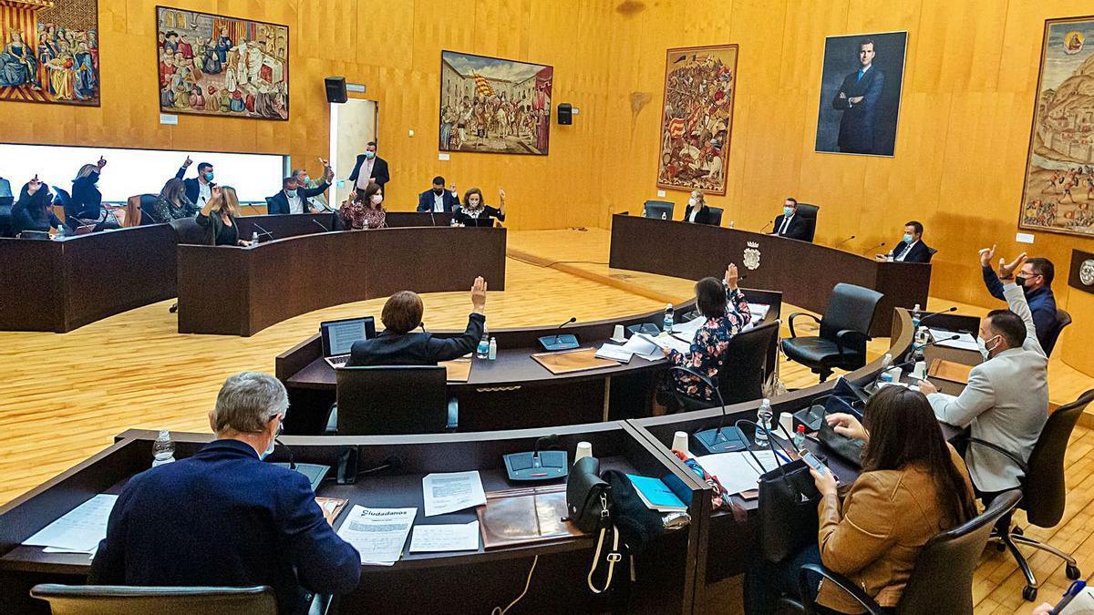 Un momento del pleno de ayer celebrado en el Ayuntamiento de Benidorm.