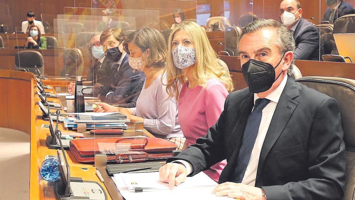 Mar Vaquero y Luis María Beamonte, portavoces del PP, este jueves en el Parlamento aragonés.