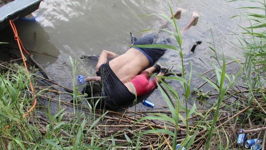 La tràgica imatge dels immigrants que intenten arribar fins als EUA