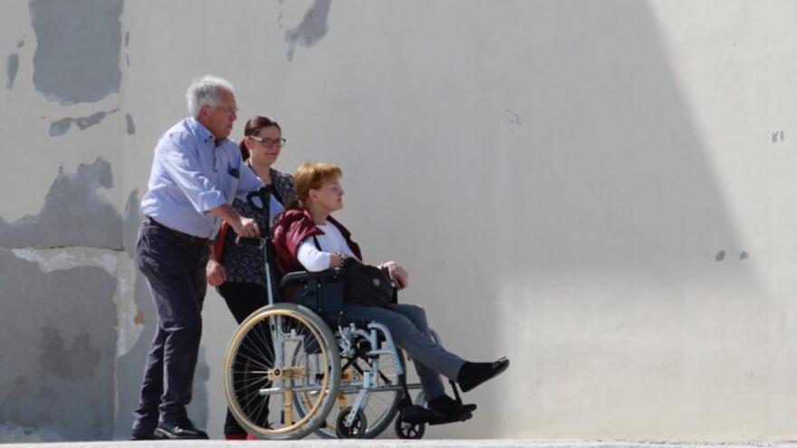 Un juez obliga a la Xunta a pagar las prestaciones a la familia de un enfermo de ELA