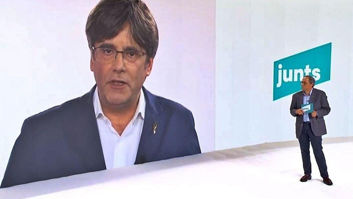 El 'president' de la Generalitat, Quim Torra, ayer, junto al 'expresident' Carles Puigdemont, en el congreso fundacional de JxCat que tuvo lugar en Barcelona con intervenciones por videoconferencia.
