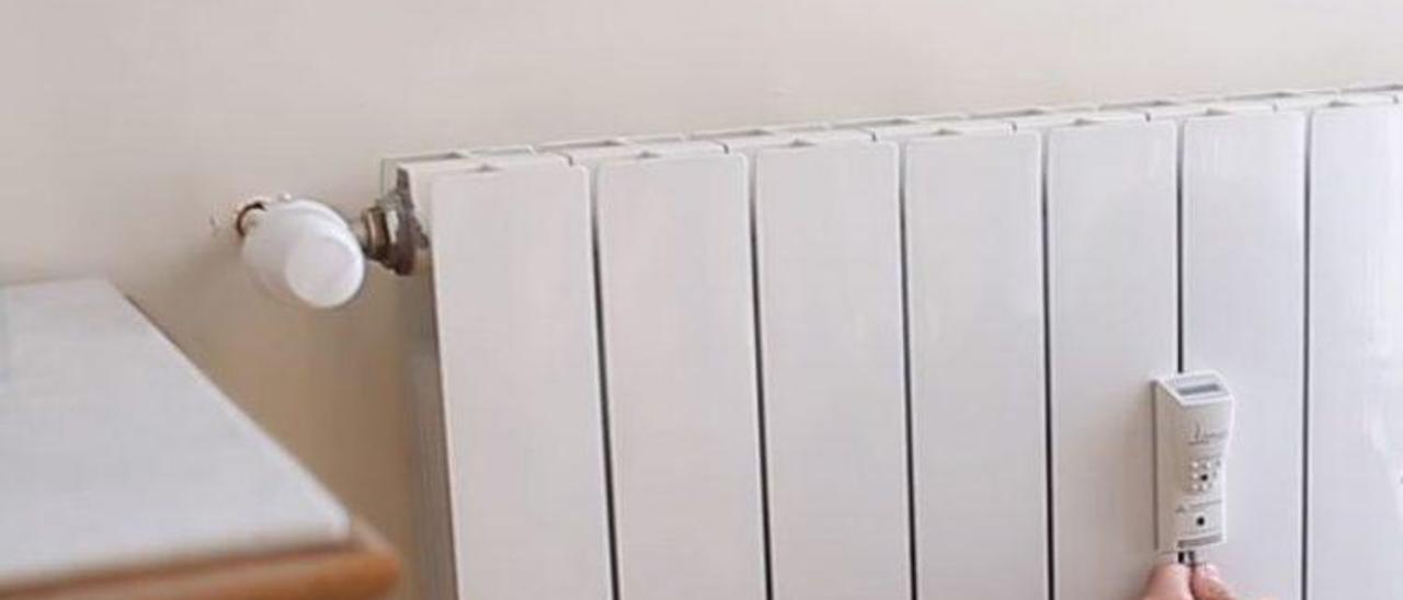 Un medidor individual de calefacción, en un radiador.