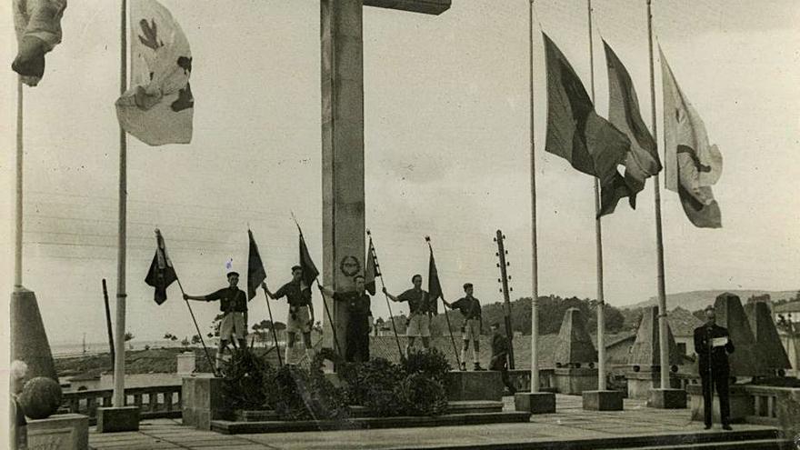 Salen a la luz online mil fotografías del Movimiento franquista en Pontevedra