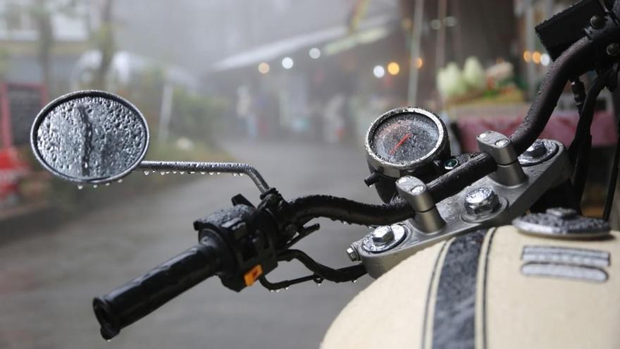 Cómo conducir en moto con lluvia