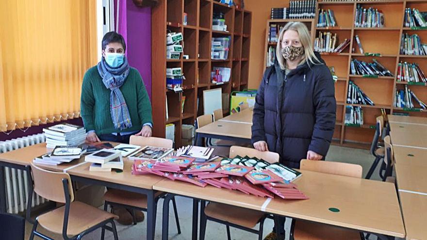 Donación de libros de Valentín García a la ANPA Brincadeira