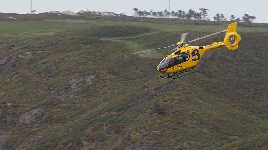 Herido grave al caer desde un tejado a cinco metros de altura en Bourio (Castropol)