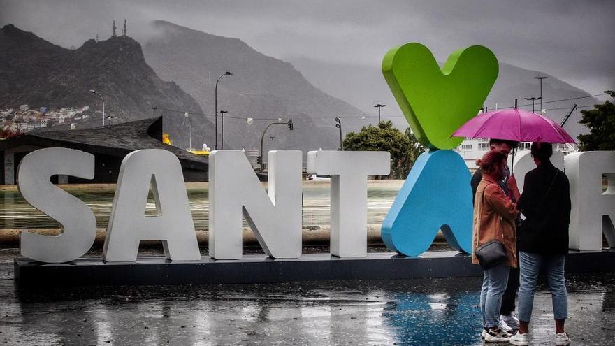 """La """"inusual"""" depresión tropical africana deja 'cuatro gotas' en Canarias"""