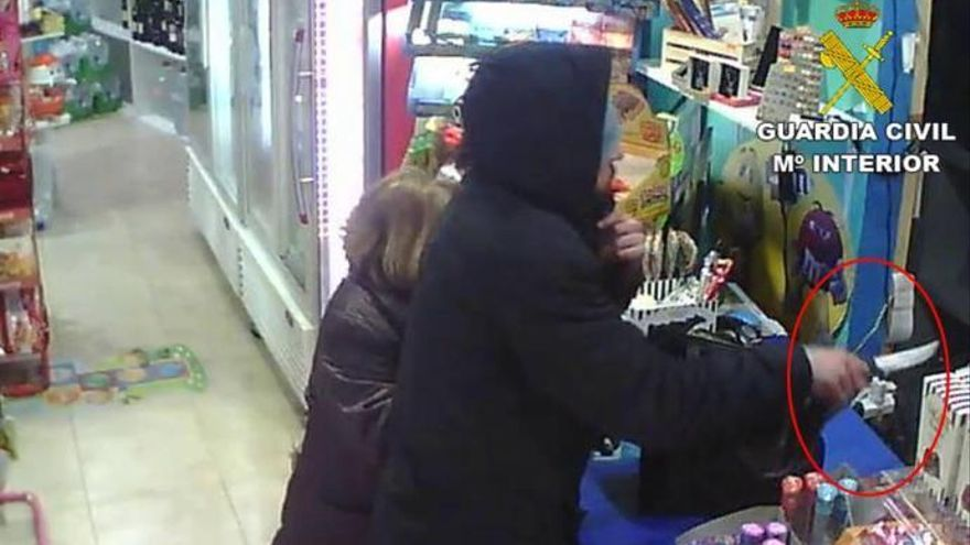 Una mujer de 73 años recibe una cuchillada al intentar que no le roben el bolso